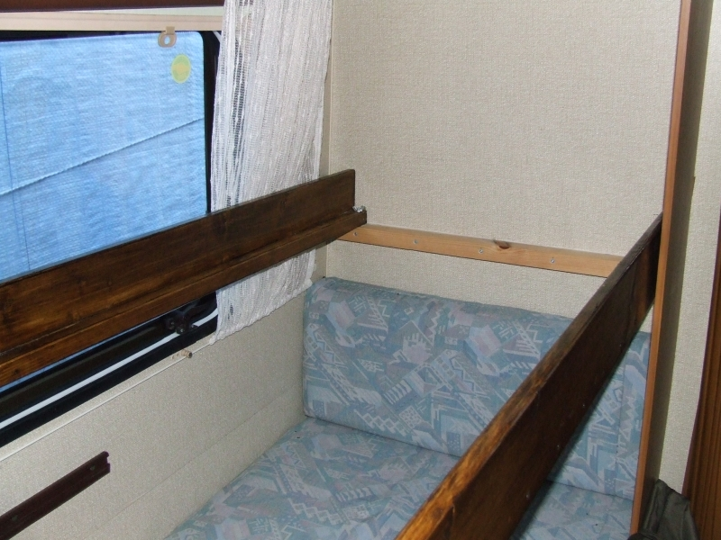 łóżko Piętrowe ściany Okna I Zabudowa Meblowa Karawaningpl