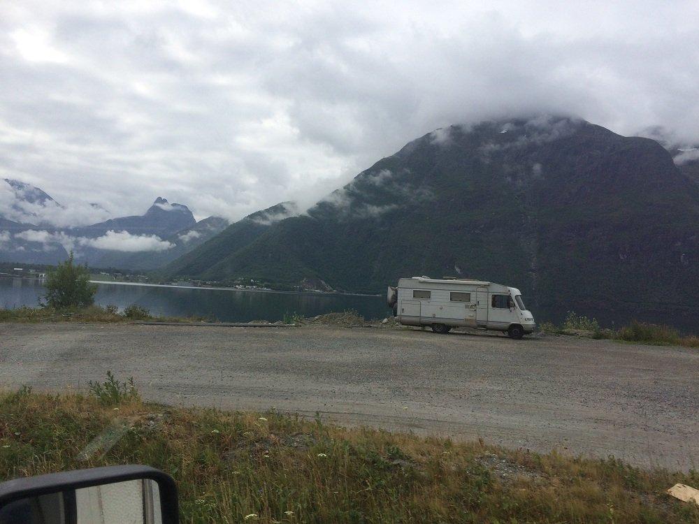 parking przed Andalsnes koło Isfjordu.jpg